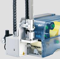 Einfaches und schnelles Etikettieren mit dem cab Etikettendrucker A+ undApplikatoren