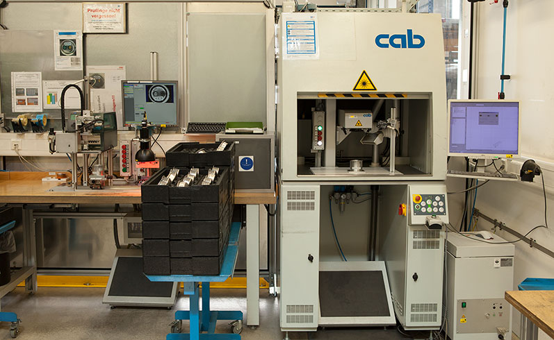 Direct marking of components with the LSG100, parts inspection, labeling with cab printers