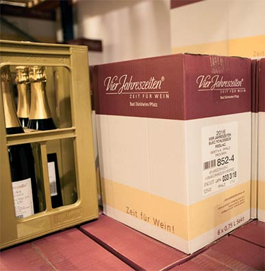 Sparkling wine boxes with label