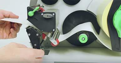 A+ Serie - Einlegen von innen gewickelten Etikettenrollen